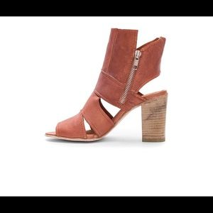 3bbdafb599e Free People Shoes - 🎉HP🎉NIB FREE PEOPLE Effie Block Heels Rust